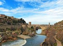 Oud Roman Ruins en de ntarabrug van Alcà ¡ in Toledo, Spanje Stock Foto's