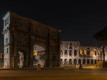 Oud Rome - Roman forum in de nacht royalty-vrije stock afbeelding