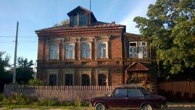 Oud rood baksteenhuis Stock Afbeeldingen