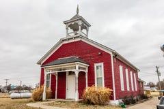Oud Rood Schoolgebouw, Elwood, Midwesten Stock Afbeelding