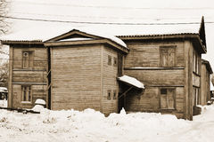 Oud Russisch buitenhuis. Sepia. Stock Afbeelding
