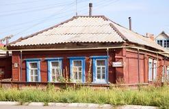 Oud Russisch huis in Uralsk royalty-vrije stock fotografie