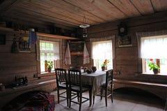 Oud Russisch huishoudenbinnenland stock afbeelding