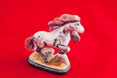 Oud Russisch porseleinstuk speelgoed: paard Stock Foto's