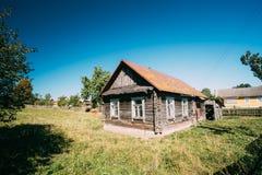 Oud Russisch Traditioneel Blokhuis in Dorp van Wit-Rusland of Rusland royalty-vrije stock foto