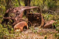 Oud Rusty Car in Australisch Bush royalty-vrije stock foto's