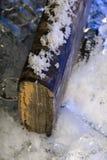 Oud schaars die boek door water tijdens vloed op bevroren ijs wordt beschadigd stock afbeelding