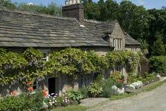 Oud schilderachtig plattelandshuisje Stock Foto