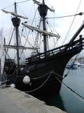 Oud schip bij het Jachtclub van Barcelona stock afbeeldingen