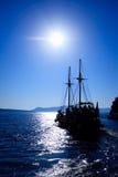 Oud schip in de haven van Fira Royalty-vrije Stock Afbeeldingen