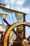 Oud schipwiel Royalty-vrije Stock Afbeeldingen