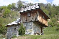Oud Servisch huis stock foto