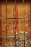 Oud sinaasappel geschilderd venster royalty-vrije stock foto's