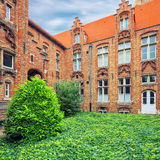 Oud Sint Janshospitaal borggård Royaltyfri Bild