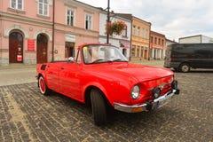 Oud Skoda 100 convertibel in Brzesko Royalty-vrije Stock Afbeeldingen