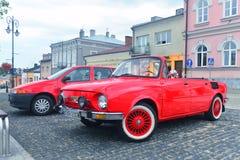 Oud Skoda 100 convertibel in Brzesko Royalty-vrije Stock Fotografie