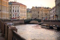 Oud Stadsbrug en Kanaal Royalty-vrije Stock Afbeeldingen
