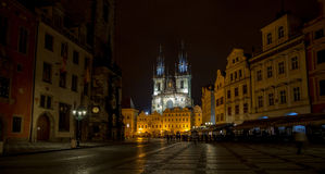 Oud stadsvierkant in Praag Stock Foto's