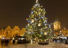 Oud stadsvierkant in Praag in Christmass-tijd Royalty-vrije Stock Foto's