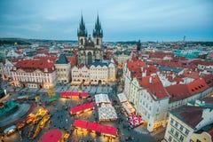 Oud Stadsvierkant in Praag, Tsjechische Republiek in de avond Stock Foto