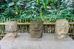 Oud standbeeld in archeologisch park in San Agustin stock foto
