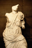 Oud standbeeld in Colosseum stock foto's