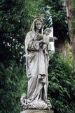 Oud standbeeld op graf in de Lychakivskyj-begraafplaats van Lviv, Ukrain Stock Fotografie