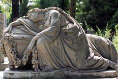 Oud standbeeld op graf in de Lychakivskyj-begraafplaats van Lviv, Ukrain Stock Afbeelding