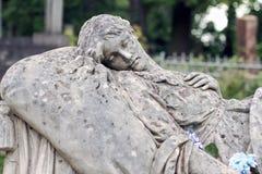 Oud standbeeld op graf in de Lychakivskyj-begraafplaats van Lviv, Ukrain Royalty-vrije Stock Afbeelding