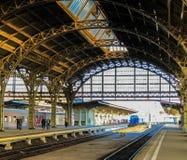 oud station en trainn royalty-vrije stock afbeelding