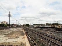 Oud station met sporen stock afbeeldingen