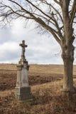 Oud steenkruis met Jesus Stock Fotografie