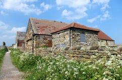 Oud steenplattelandshuisje in platteland royalty-vrije stock fotografie