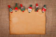 Oud stijldocument met Kerstmisornamenten Stock Foto