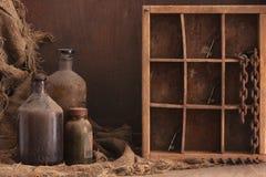 Oud stoffig flessenstilleven Royalty-vrije Stock Foto