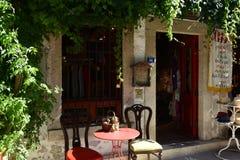Oud straat en huis in Alacati Landgoed, creativiteit, Ä°zmir Turkije stock afbeelding