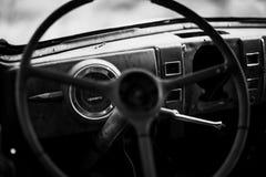 Oud Stuurwiel en Dashboard stock foto's