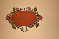 Oud teken dat op muur wordt geschilderd Stock Foto's
