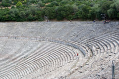 Oud theater in epidaurus stock afbeelding