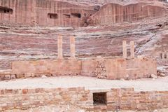 Oud theater in Petra Red Rose City, Jordanië stock afbeelding
