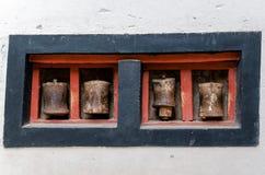 Oud Tibetaans gebedwiel stock foto's