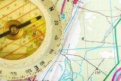 Oud toeristisch kompas op kaart Stock Foto