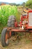 Oud Tractor en Graan Royalty-vrije Stock Foto