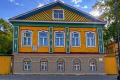 Oud traditioneel etnisch houten Russisch huis stock foto