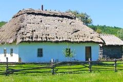 Oud traditioneel Oekraïens landelijk huis Stock Afbeelding