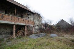 Oud Transilvanian-Kasteel binnen werfverbouwing Stock Foto