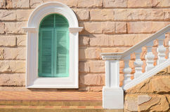 Oud treden en venster Stock Afbeeldingen