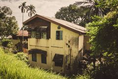 Oud two-storey huis in haven Blair Andaman Islands India stock afbeelding