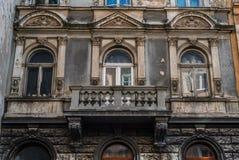 Oud uitstekend balkon op de bouw van eeuw 18 De Architectuur van Londen royalty-vrije stock foto's