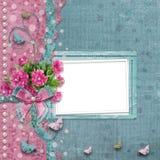 Oud uitstekend fotoalbum met mooie roze pioenen Stock Afbeelding